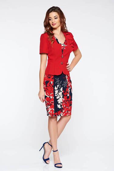 Costum dama rosu elegant cu un croi cambrat din stofa usor elastica