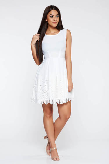 Rochie alba eleganta croi in clos din material usor elastic cu decupaje in material