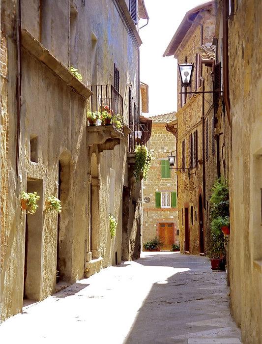Pienza, Toscana – străduţă din centrul istoric vechi