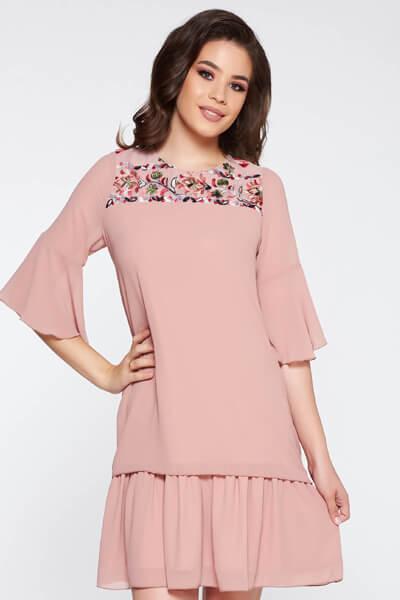 Rochie rosa eleganta cu croi larg material subtire cu tul broderie in fata
